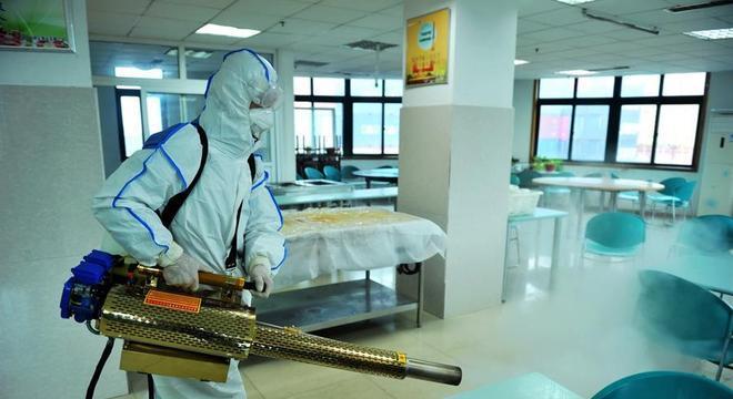 China investiga caso de um único paciente que teria infectado 14 pessoas