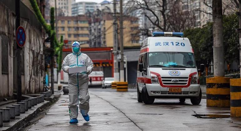 Lockdown severo em Wuhan, na China: demonstração de força