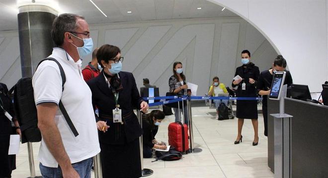 Mesmo com as medidas de proteção nos aeroportos italianos, brasileiros não entram