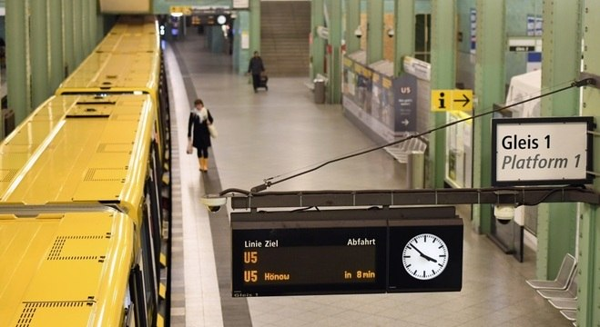 Estação de trem vazia em Berlim: União Europeia fecha fronteiras externas por covid-19