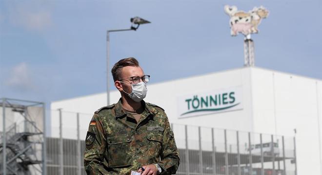 Mais de um matadouro virou foco de surtos de covid-19 na Alemanha