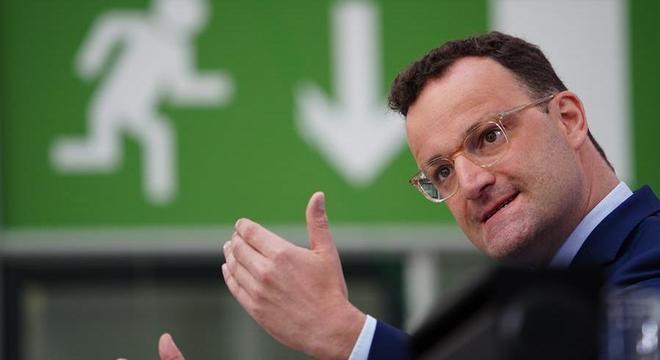 O ministro da Saúde da Alemanha, Jens Spahn, em entrevista coletiva