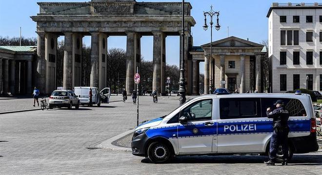 Mais de 100 policiais participam da operação, mas ninguém foi preso