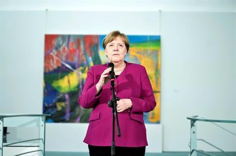 Merkel pediu que alemães respeitem 'regras básicas'