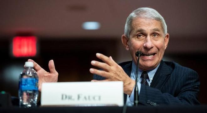 Infectologista Anthony Fauci recomendou lockdown em estados com alta de casos