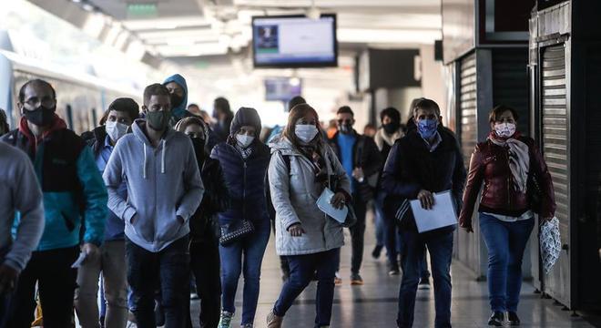 Argentinos seguem obrigados a usar máscaras em espaços públicos
