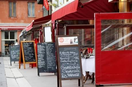 Bares e restaurantes estão na lista de abertura