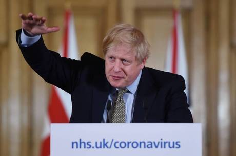 Boris Johnson decretou quarentena no Reino Unido