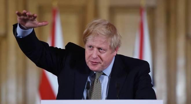 Primeiro-ministro Boris Johnson foi diagnosticado com covid-19 em 27 de março