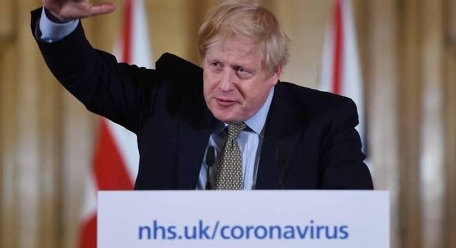 Boris Johnson durante coletiva de imprensa sobre o coronavírus no Reino Unido