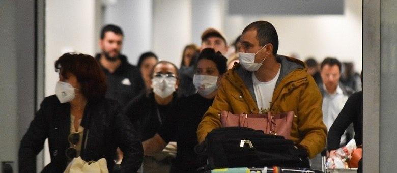 Número de casos suspeitos de coronavírus sobe em todo o país; já são três confirmados