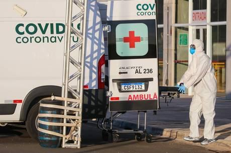 Casos da covid-19 no Brasil continuam em alta