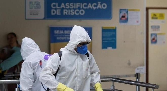 Brasil registra, neste sábado (25), 3.704 mortes por Covid-19