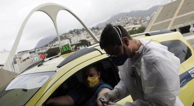 Drive-thru de testes rápidos de covid-19 no Rio: OMS destacou subnotificação