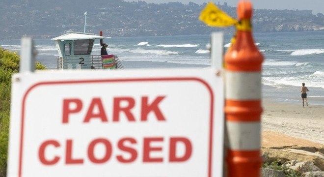 San Diego, na Califórnia, fechou praias para tentar conter propagação da covid-19