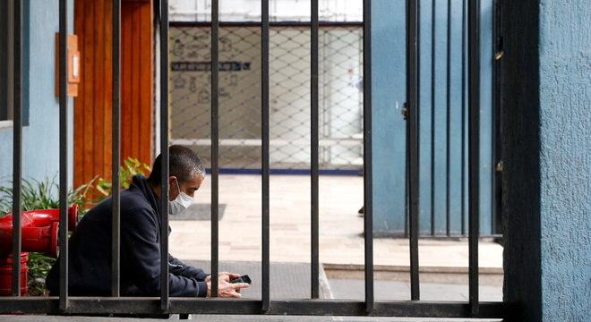 Chileno isolado em prédio: 'Será uma quarentena intelectual difícil', diz especialista