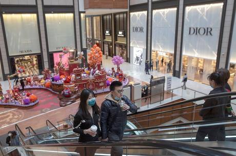 China deve barrar até estrangeiros com visto