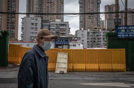 Wuhan retoma vida nas ruas após quarentena