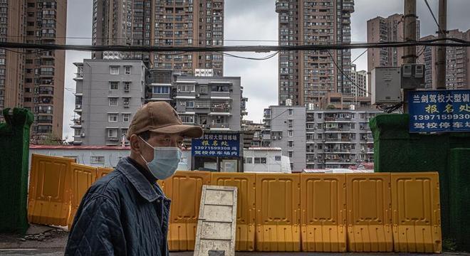 Distanciamento social em Wuhan ajudou a China a controlar o surto