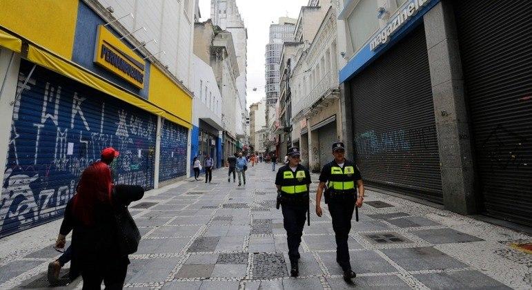 6.700 pessoas foram dispersadas em festas clandestinas e 11 estabelecimentos foram interditados