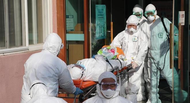Casos mais graves de pacientes com coronavírus precisam de respiradores