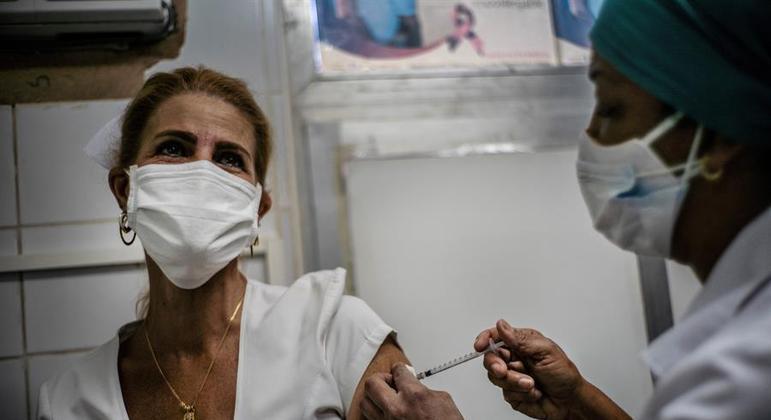 Metade dos profissionais de saúde da ilha vão participar dos testes com a Soberana 2