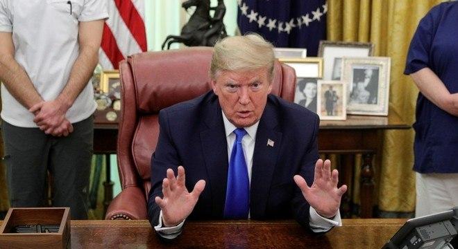 Trump anunciou que irá manter a força-tarefa do governo contra a covid-19