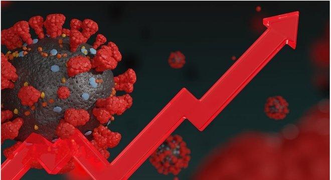 """Número de casos confirmados de covid-19 está em trajetória ascendente - e """"deve continuar assim"""", diz Domingos Alves, coordenador do Laboratório de Inteligência em Saúde (LIS)"""