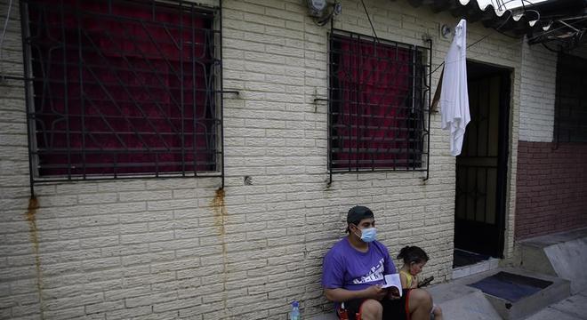 Com bandeiras brancas, moradores de San Salvador pedem ajuda