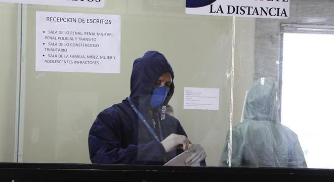 Com medidas de proteção, prédio da Justiça equatoriana  voltou a funcionar em Quito