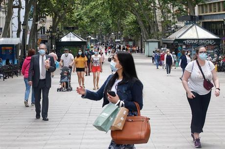 Espanha suspende alerta, mas máscara uso de máscara é obrigatório