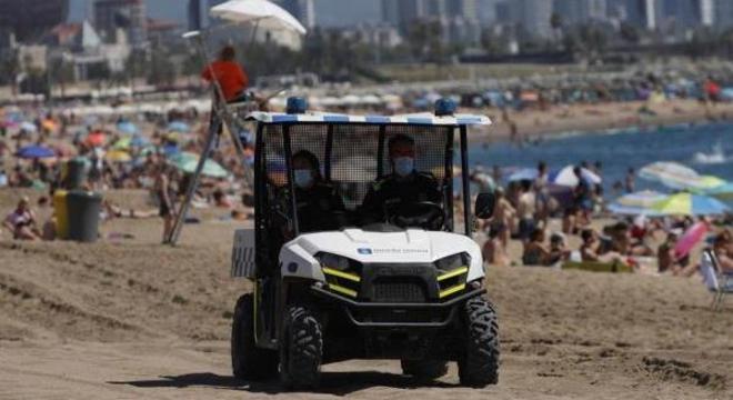 Polícia monitora praias de Barcelona