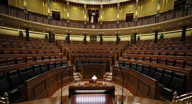Parlamento espanhol vazio, após um deputado ser diagnosticado com coronavírus