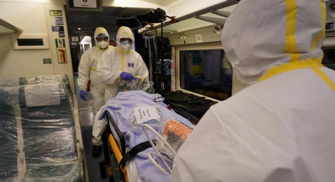 Trem-hospital: vagões adaptados para receber pacientes de covid-19 na Espanha