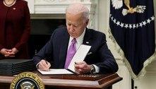 Com 10 decretos, Biden dá início a plano contra pandemia