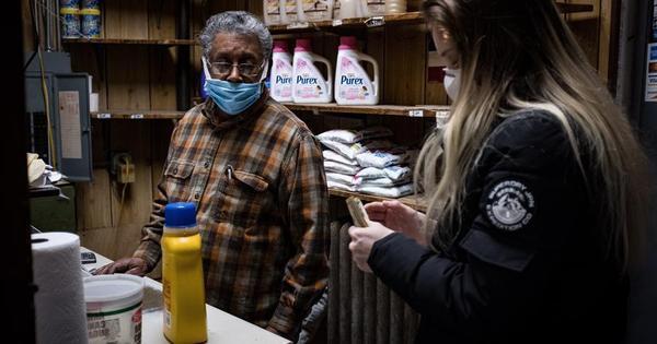 Os latinos que ajudam os EUA a funcionar durante a pandemia