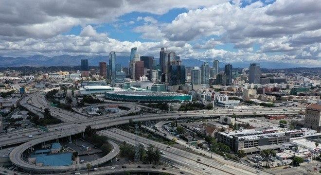 Áreas mais movimentadas de Los Angeles estão vazias por causa da pandemia