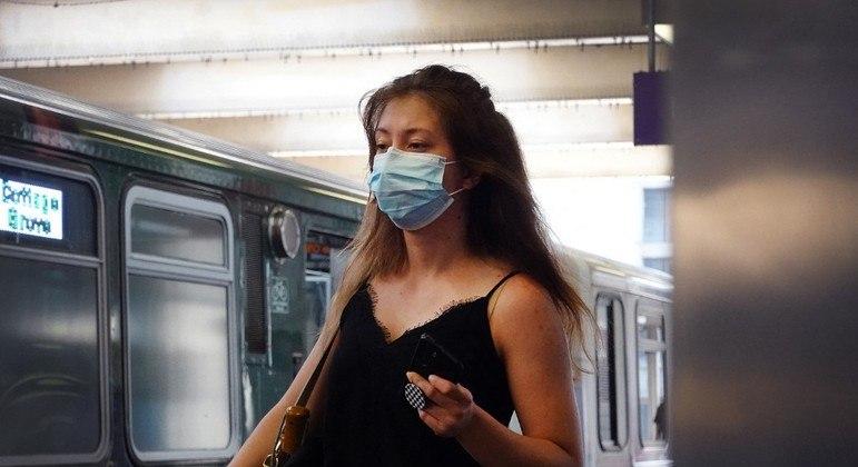 Locais fechados, como o transporte coletivo, têm recomendação para exigir máscaras