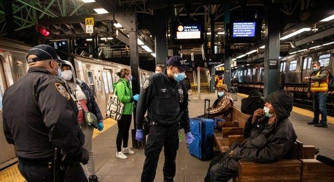 Polícia de Nova York tem sido criticada por atuação contra comunidades negras