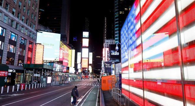 Times Square, em Nova York, EUA, vazia durante quarentena contra coronavírus
