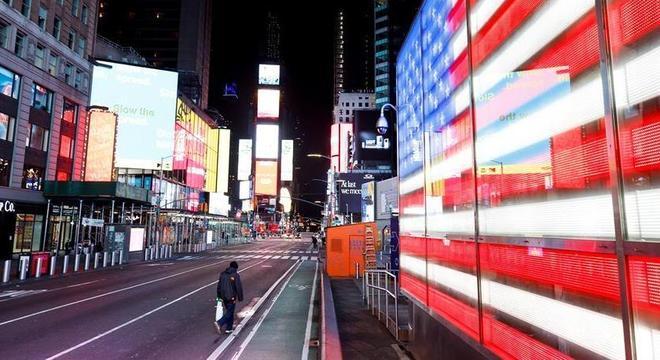 Times Square, em Nova York, vazia: EUA têm recorde de pedidos de seguro-desemprego