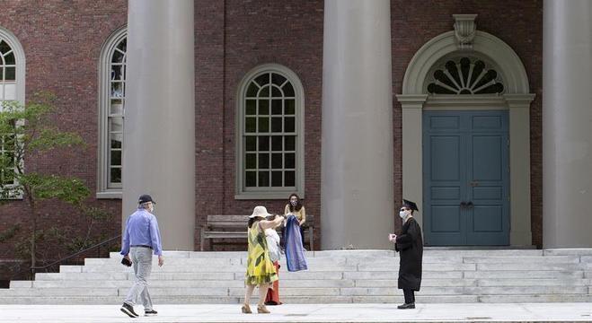 A Universidade de Harvard e o MIT foram as primeiras a entrar na Justiça