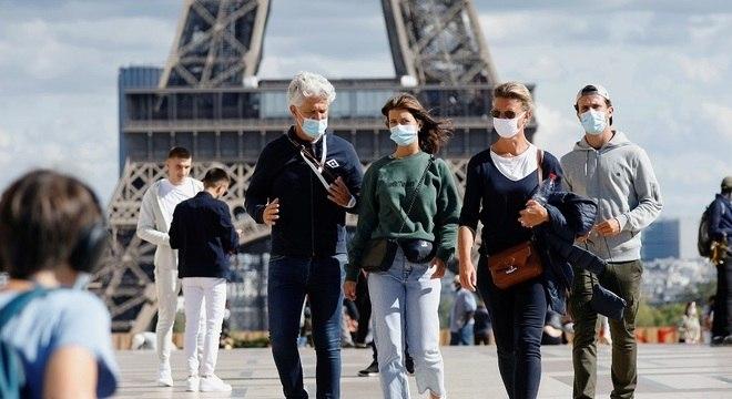 Países europeus voltam a enfrentar picos diários de novos casos de covid-19