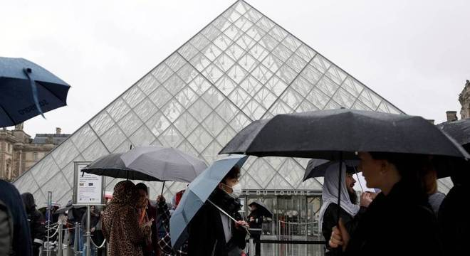 Museu do Louvre, em Paris, fechou devido à epidemia de coronavírus