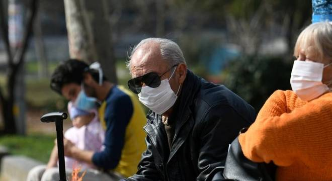 Pessoas com mais de 60 anos integram o chamado grupo de risco
