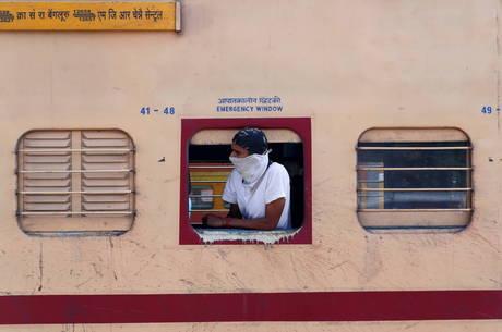 Nova Déli anuncia toque de recolher por coronavírus