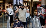 Israel restabeleceu, na sexta-feira (25), a obrigação de usar máscara em lugares públicos fechados e em empresas, após um aumento dos casos de covid-19 em um país que se vangloriava de ter superado a crise, graças à sua campanha de vacinação.