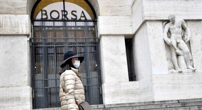 No domingo (15), a Itália registrou 368 mortes por covid-19 em apenas 24 horas