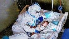 Foto de enfermeira cuidando de bebê emociona a Itália