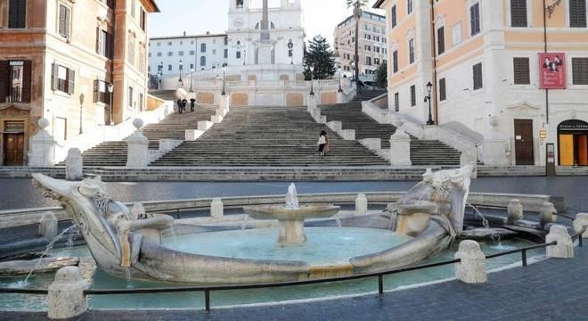 Praça de Espanha em Roma ficou vazia após decreto de quarentena total na Itália